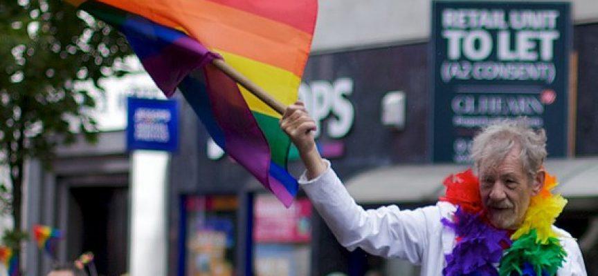 Gandalf-Darsteller Ian McKellen (Herr der Ringe) engagiert sich seit Jahren für eine größere Akzeptanz sexueller Vielfalt. Foto: Pete Birkinshaw/Flickr CC BY 2.0